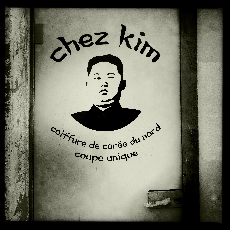 Chez Kim, coiffure de Corée du nord. Coupe unique.